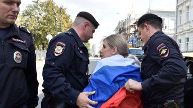 Задържаха опозиционни активисти при протест в Москва