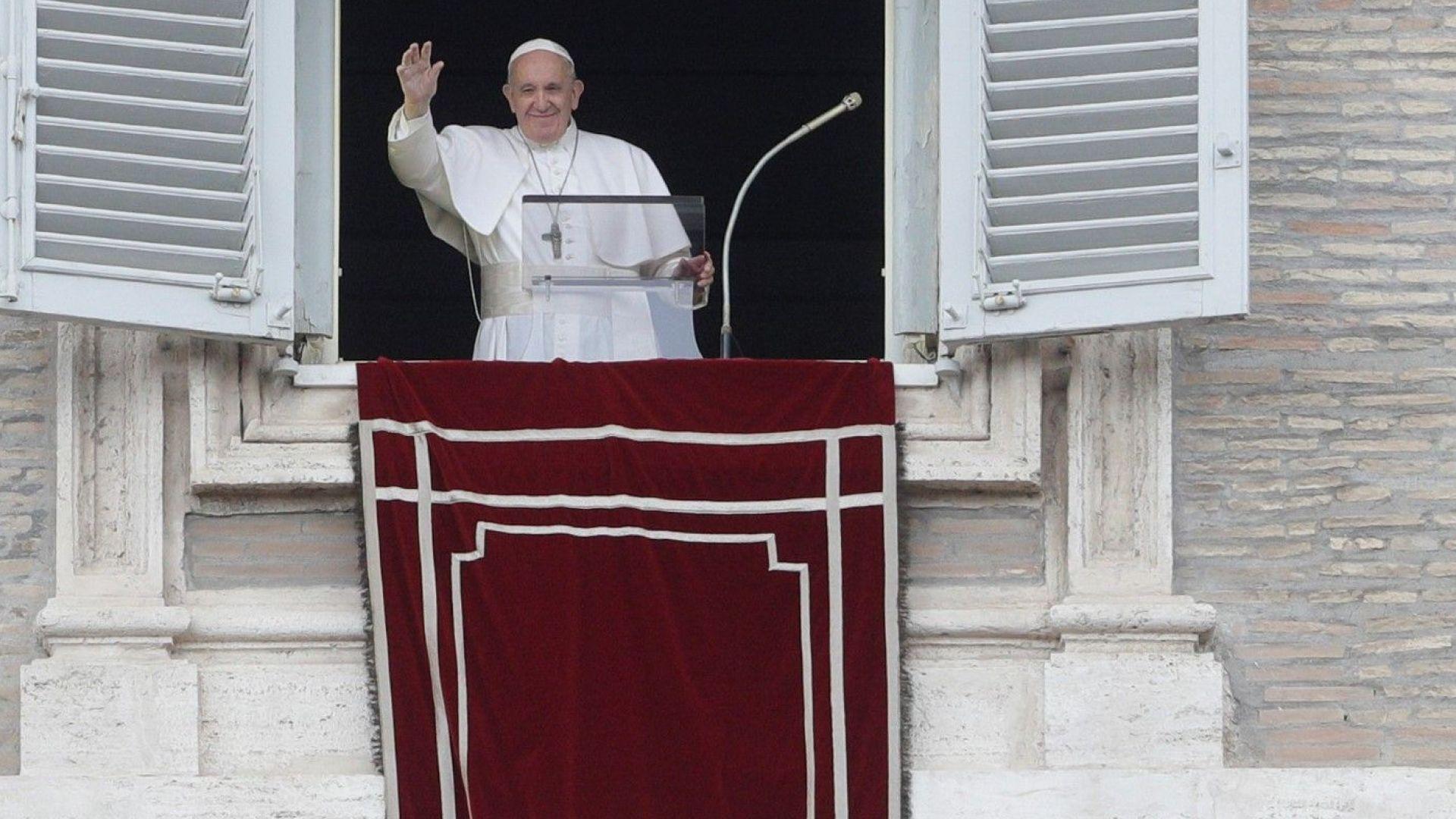 Трябват бързи и решителни действия, за да не умират повече мигранти в морето, каза папата
