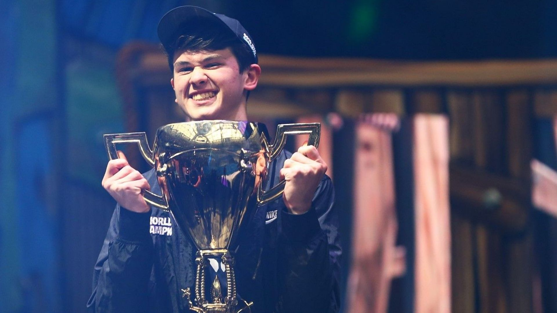 """Тийнейджър стана световен шампион на """"Фортнайт"""" и спечели $3 млн."""