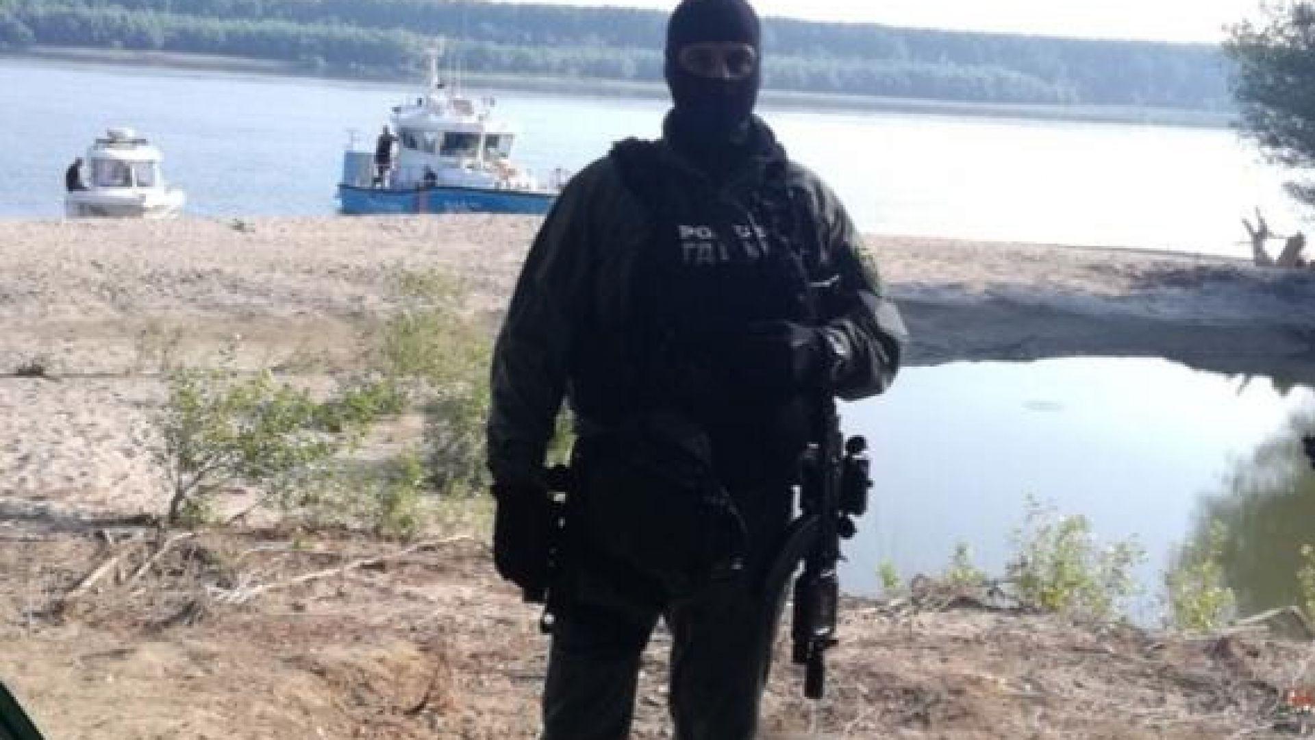 """Оставиха в ареста 6-има от трафикантите, задържани на """"банкет"""" в Дунава"""