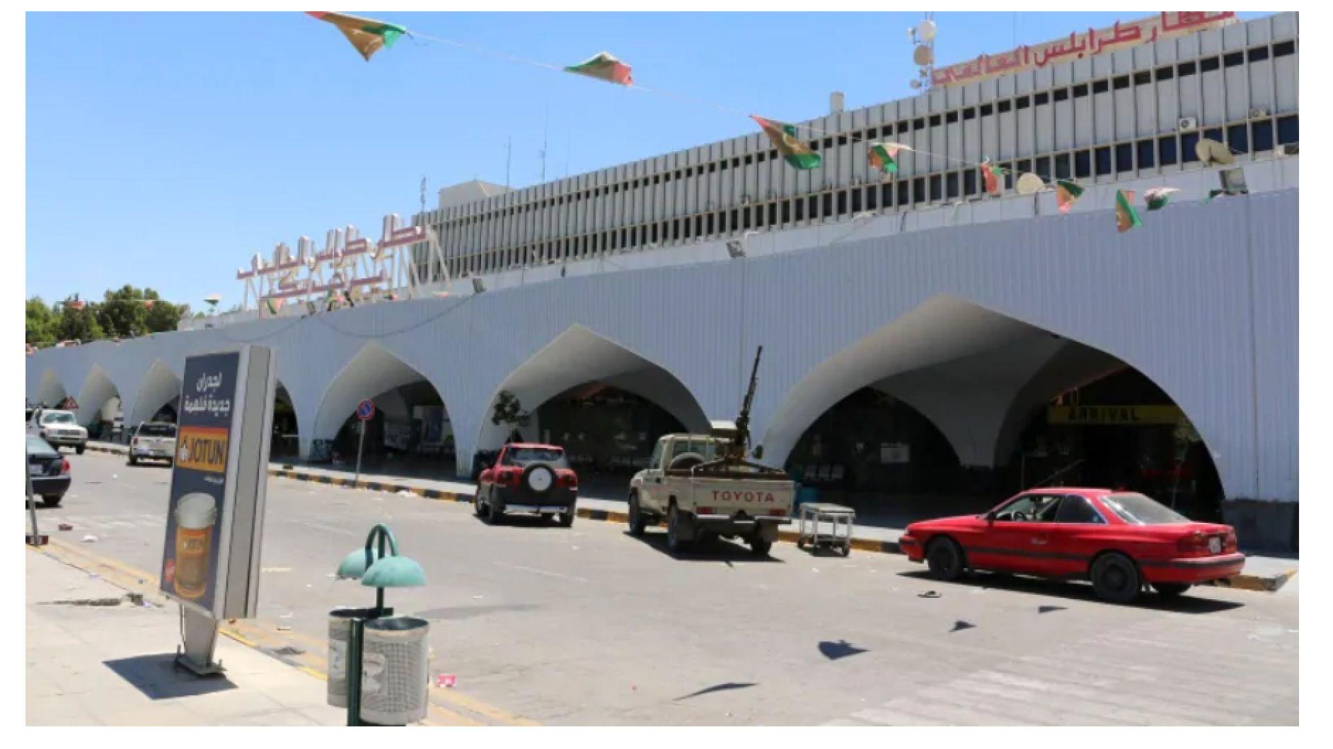 Хаос и страх на летището в Триполи,  след като ракети спряха въздушния трафик