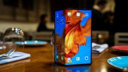 Huawei пуска сгъваемият си телефон на пазара в Китай
