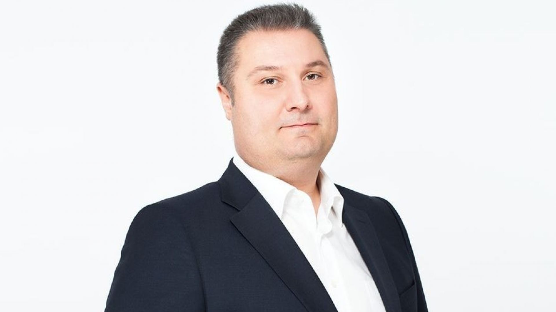 Репортерът Боби Лазаров замества Емо Чолаков