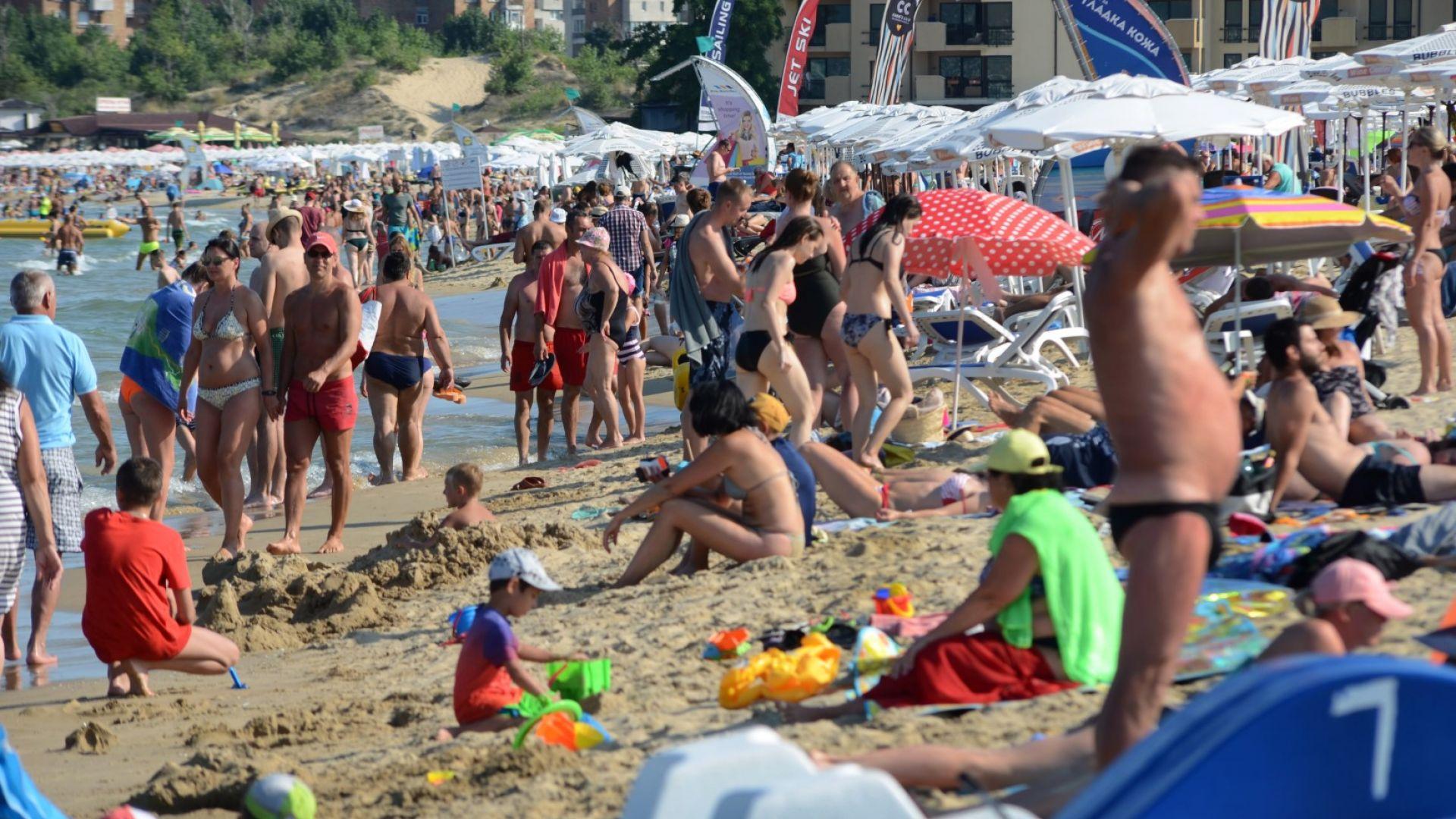 """70% от хотелите на Слънчев бряг и """"Златни пясъци"""" отварят за чужденци"""