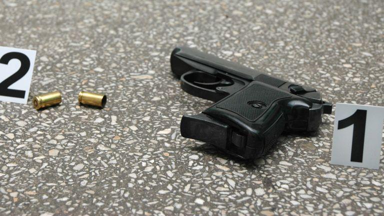 Неизвестни са стреляли по къща в кв.