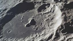 Индийската сонда се отправи към Луната