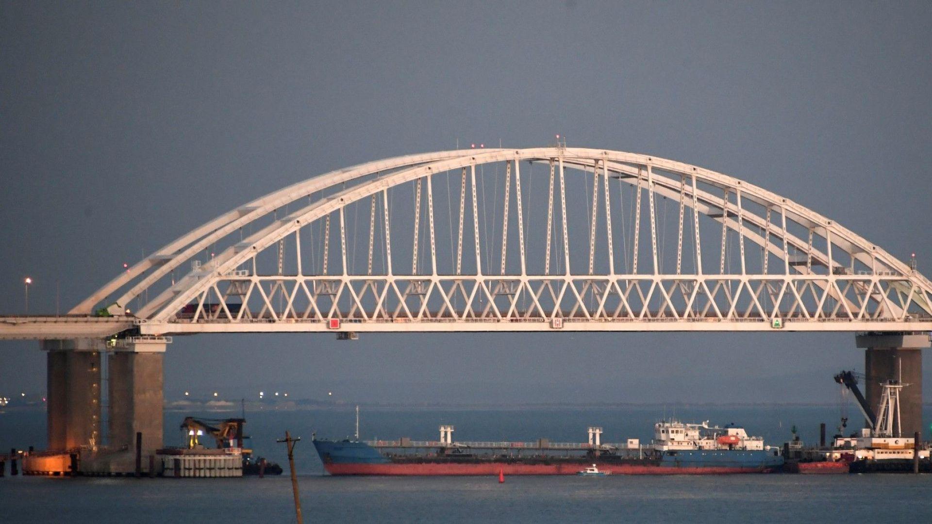 Украински съд одобри задържането на руския танкер от Керченския проток
