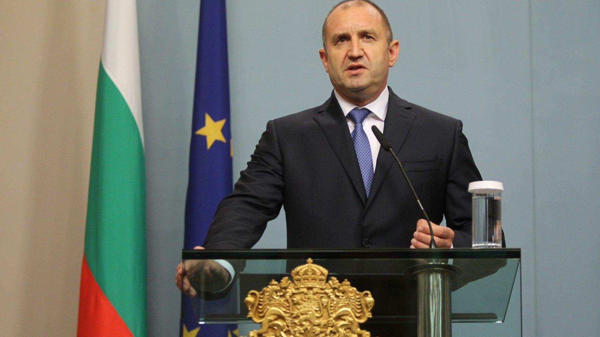 Президентът дава на Конституционния съд финансирането на партии от фирми