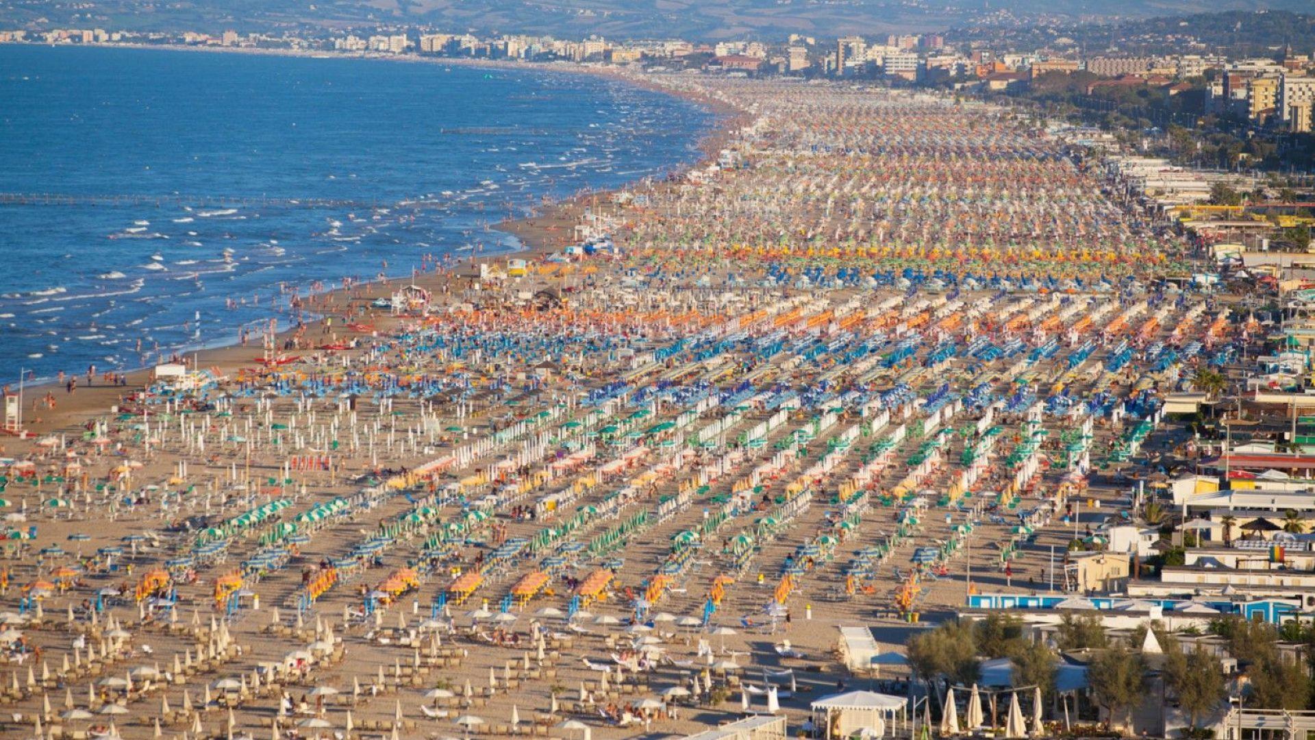 Италия временно забрани къпането на популярни адриатически курорти