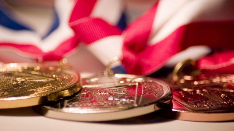 Децата на починалите олимпийски медалисти, които в периода между 2005