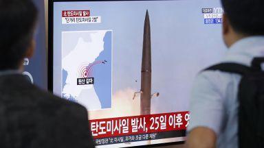 Северна Корея е изстреляла малки снаряди край източните брегове