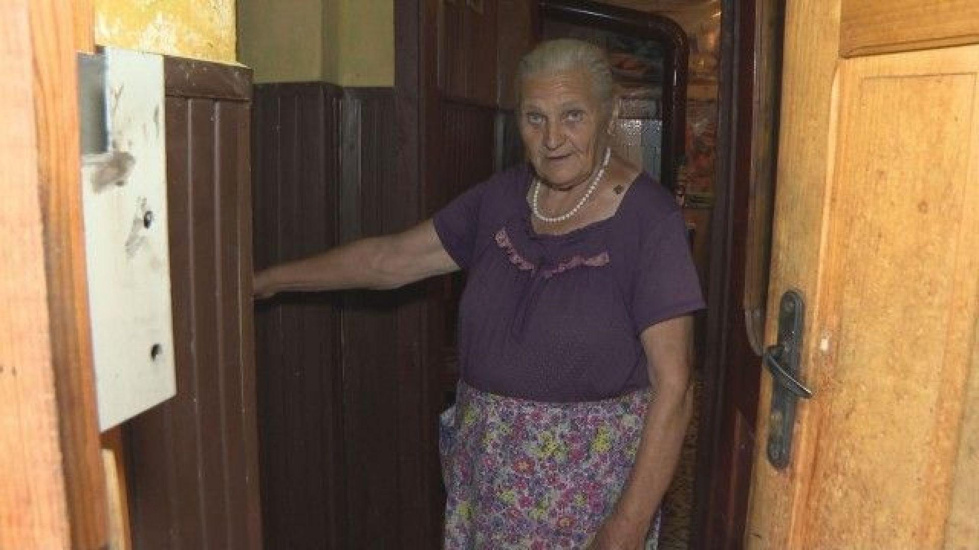 Нападнаха възрастна жена за 5 лева и 20 стотинки