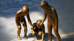 Изумителните човешки скулптури на Емил Алзамора