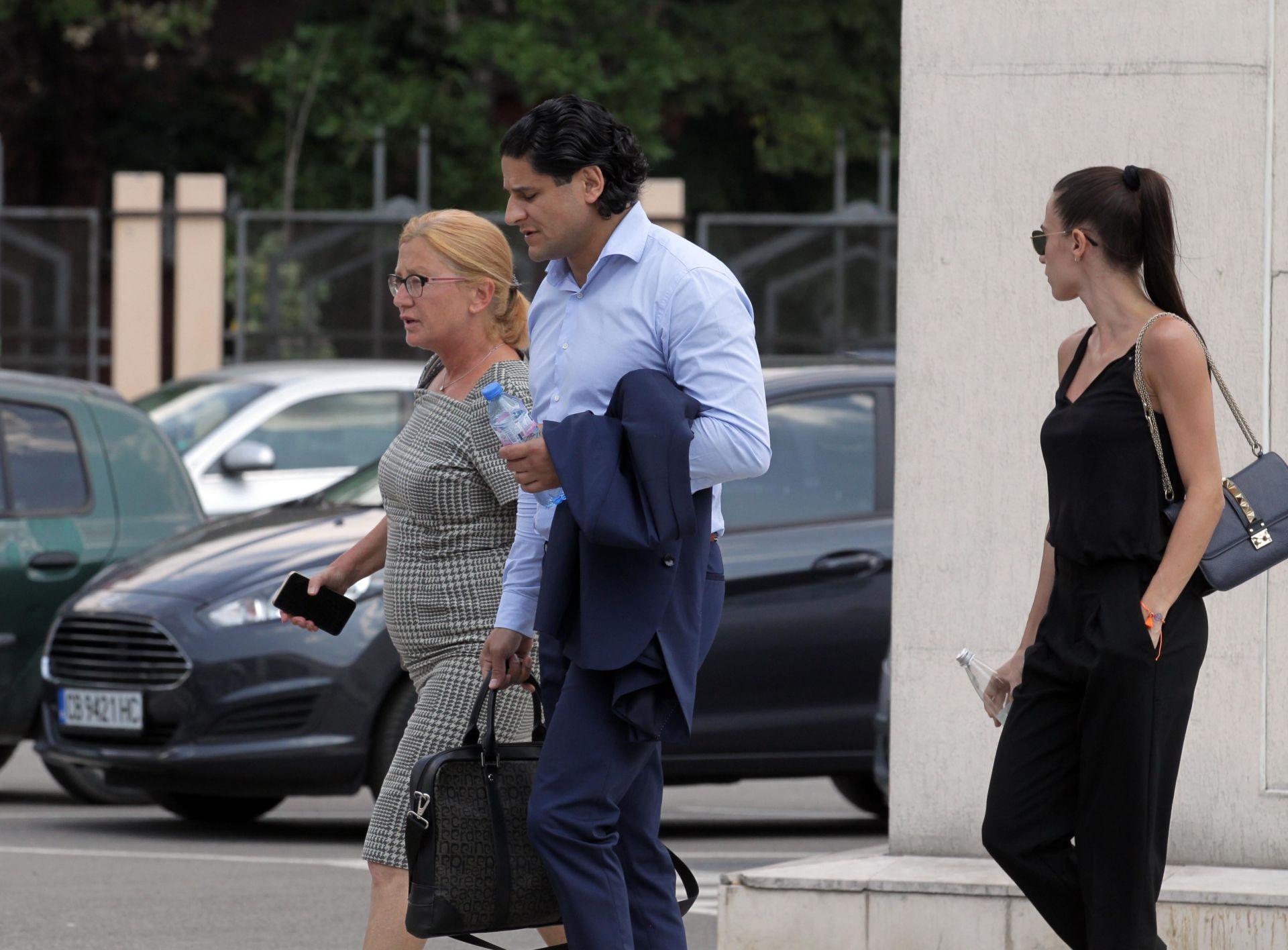 Сред защитниците на бизнесмена е известната адвокатка Ина Лулчева (вляво)
