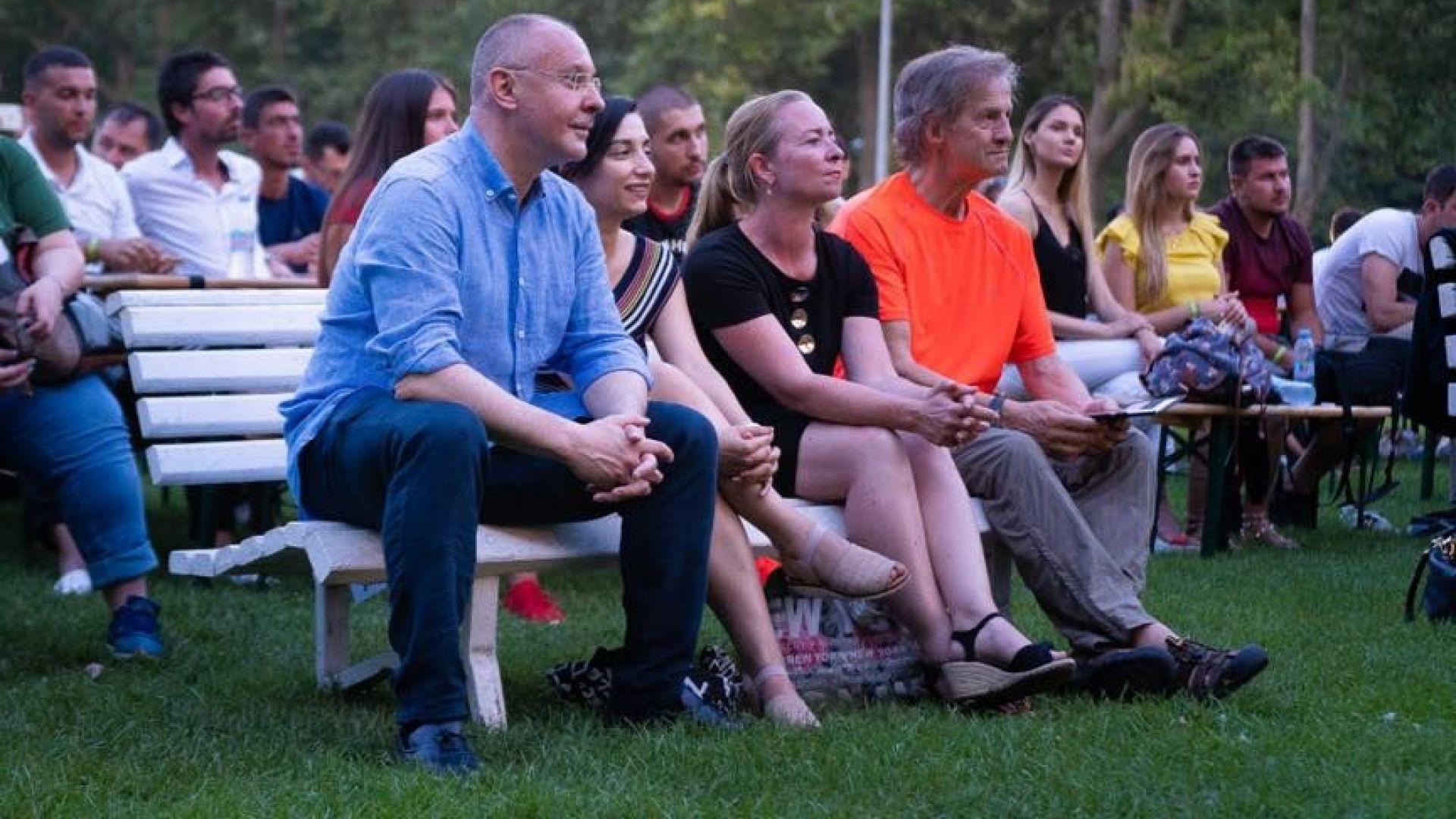 Президентът на ПЕС Сергей Станишев събра европейската социалистическа младеж на