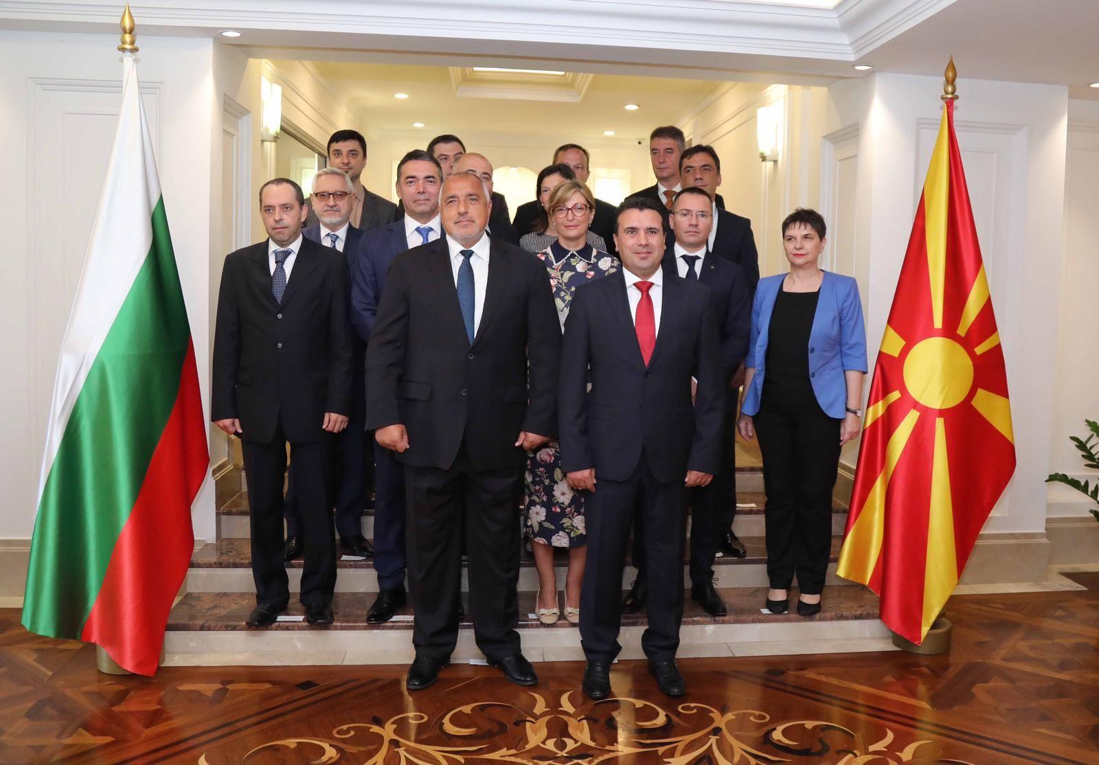 В българската делегация участва и външният министър Екатерина Захариева