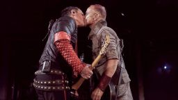 Rammstein: Целувката на протеста (снимки)