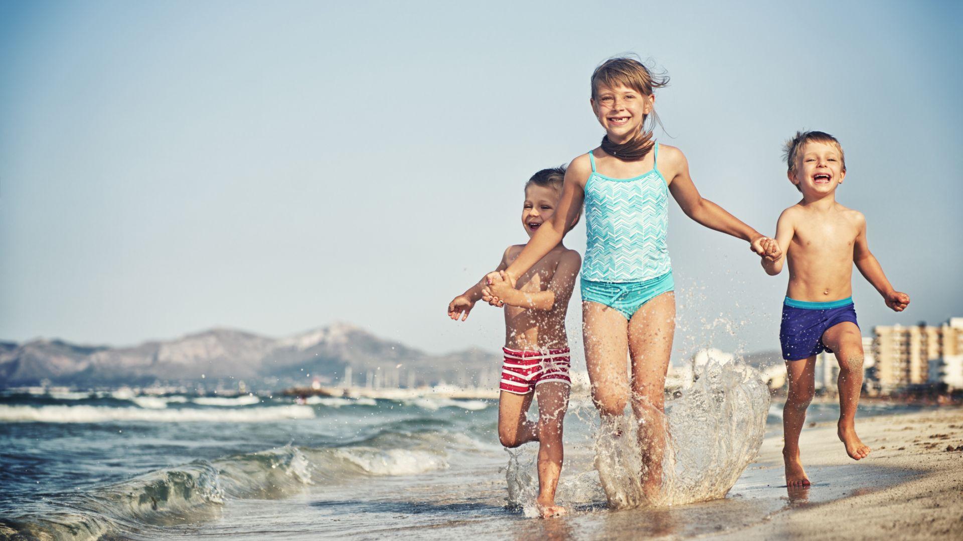 КЗП алармира за опасни бански за деца