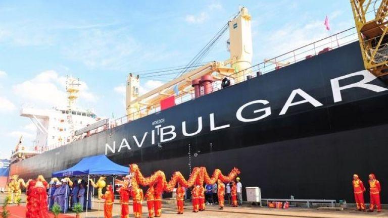"""Момент от тържеството по вдигането на флага и именуването на новопостроения кораб """"Плана""""."""