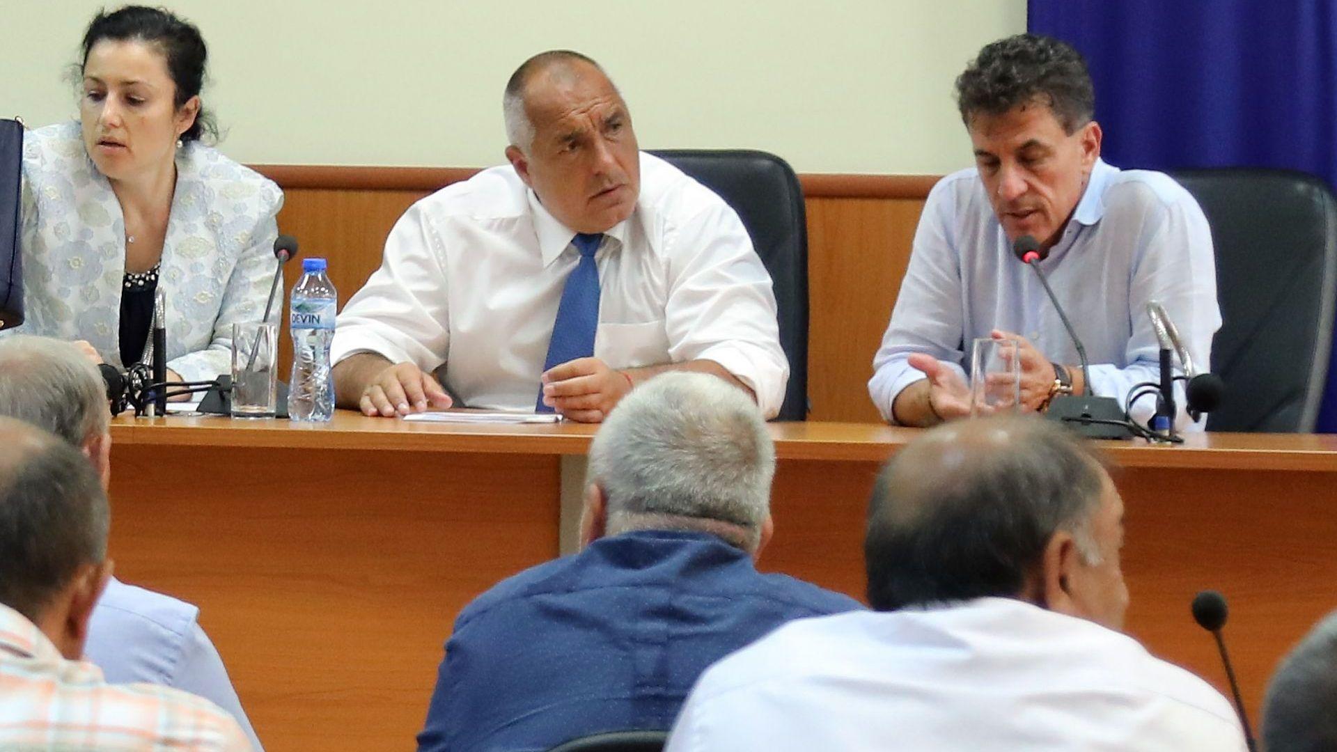 Борисов: Даваме по 300 лв. на двор, бизнесът е задължен догодина да даде прасета