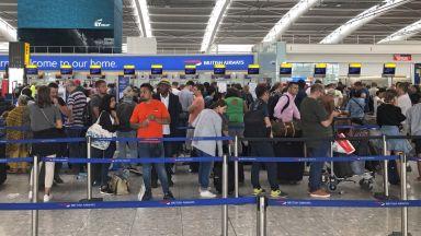 """МВнР съветва: Ако ще пътувате до Лондон, следете какво става на летище """"Хийтроу"""""""