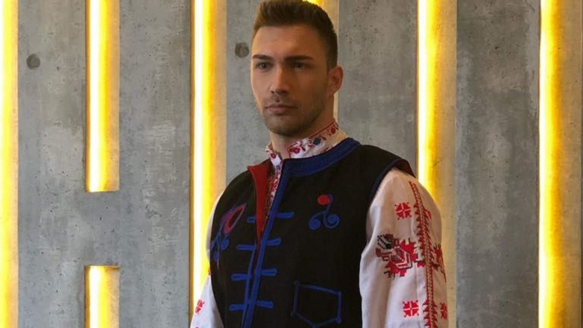 """""""Мистър Свят 2019"""" - кръг с национални костюми, Даниел е с носия от Ансамбъл Българе"""