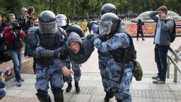 Повече от 800 души са задържани на протеста в Москва