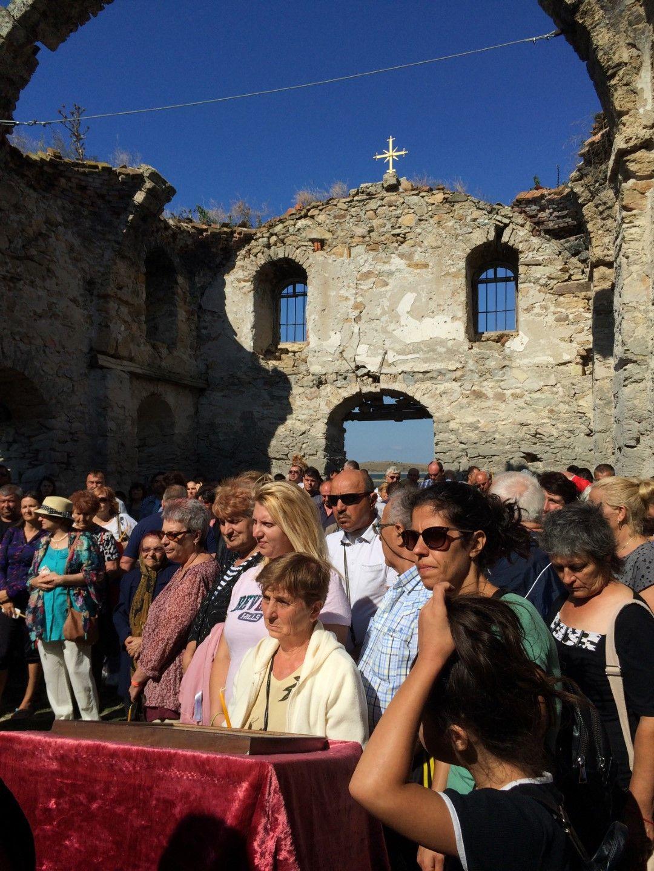 """Стотици миряни, бивши жители на село Запална и техни потомци се събраха за първи път отново в храм """"Свети Иван Рилски"""""""