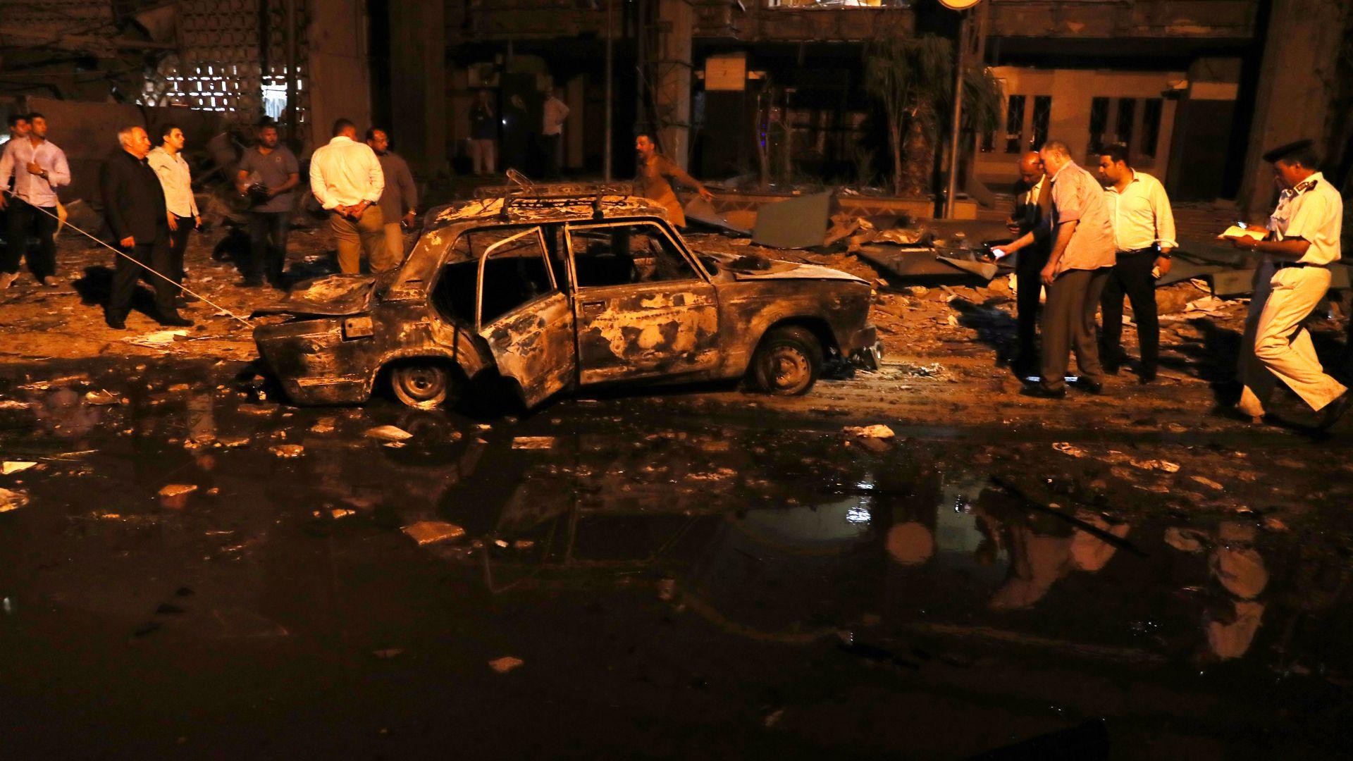 Най-малко 17 души загинаха при верижна катастрофа с взрив в Кайро (снимки)