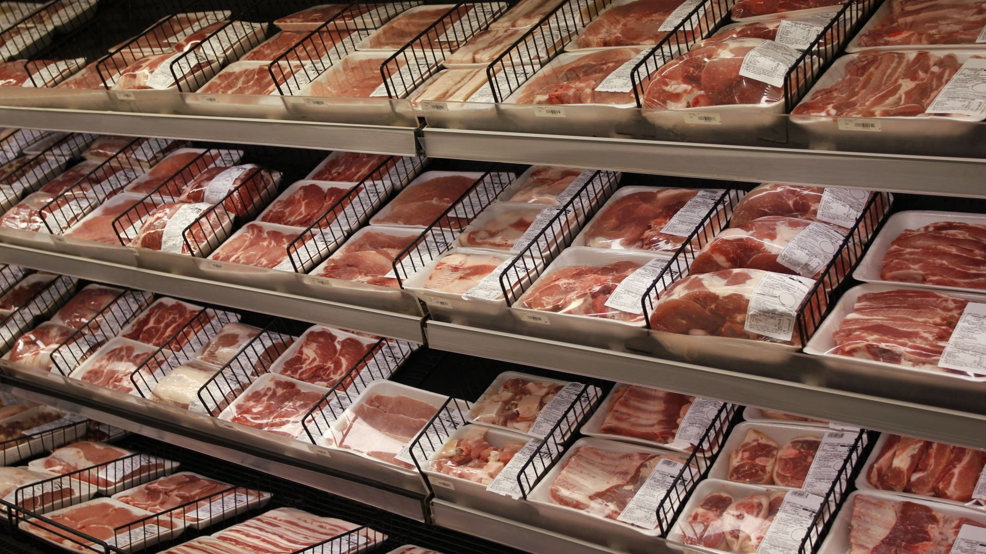 Вдигат спекулативно цената на свинското