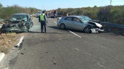 Катастрофа с 8 пострадали, сред които 2 деца, затвори пътя Созопол-Приморско
