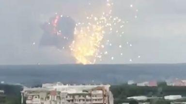 Взрив в склад за боеприпаси в Русия, евакуират 11 000 души (снимки и видео)