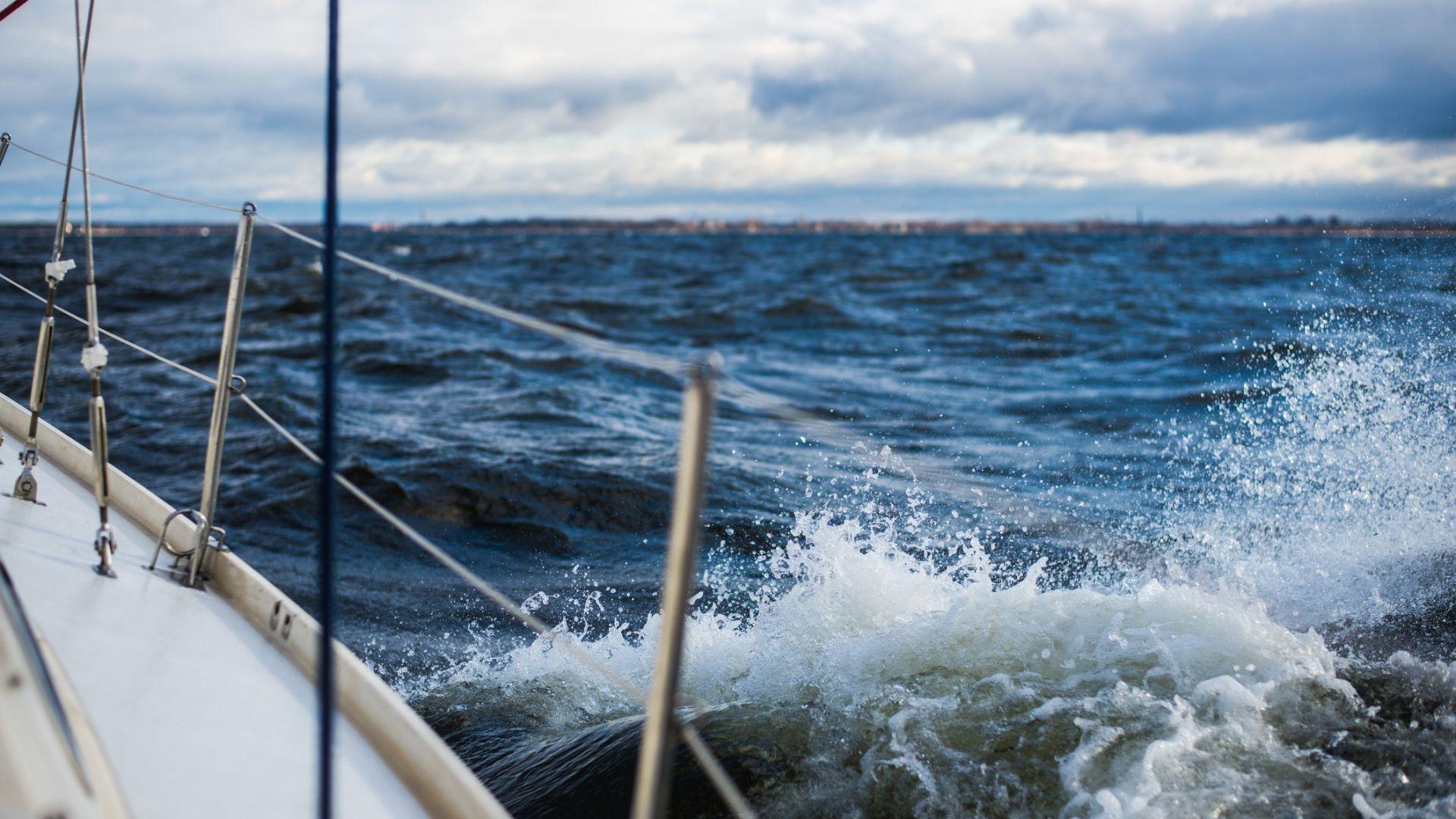 Сърфистка едва не загина по време на силната буря във Варна