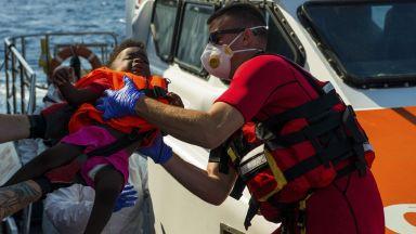 Победа за Салвини: 1 млн. евро глоба за НПО-та, които пълнят Италия с мигранти