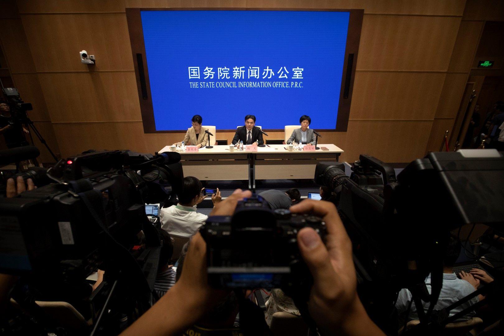 Ян Гуанг - говорител на Службата по въпросите на Хонконг и Макао на китайското правителство, предупреждава гражданите на Хонконг