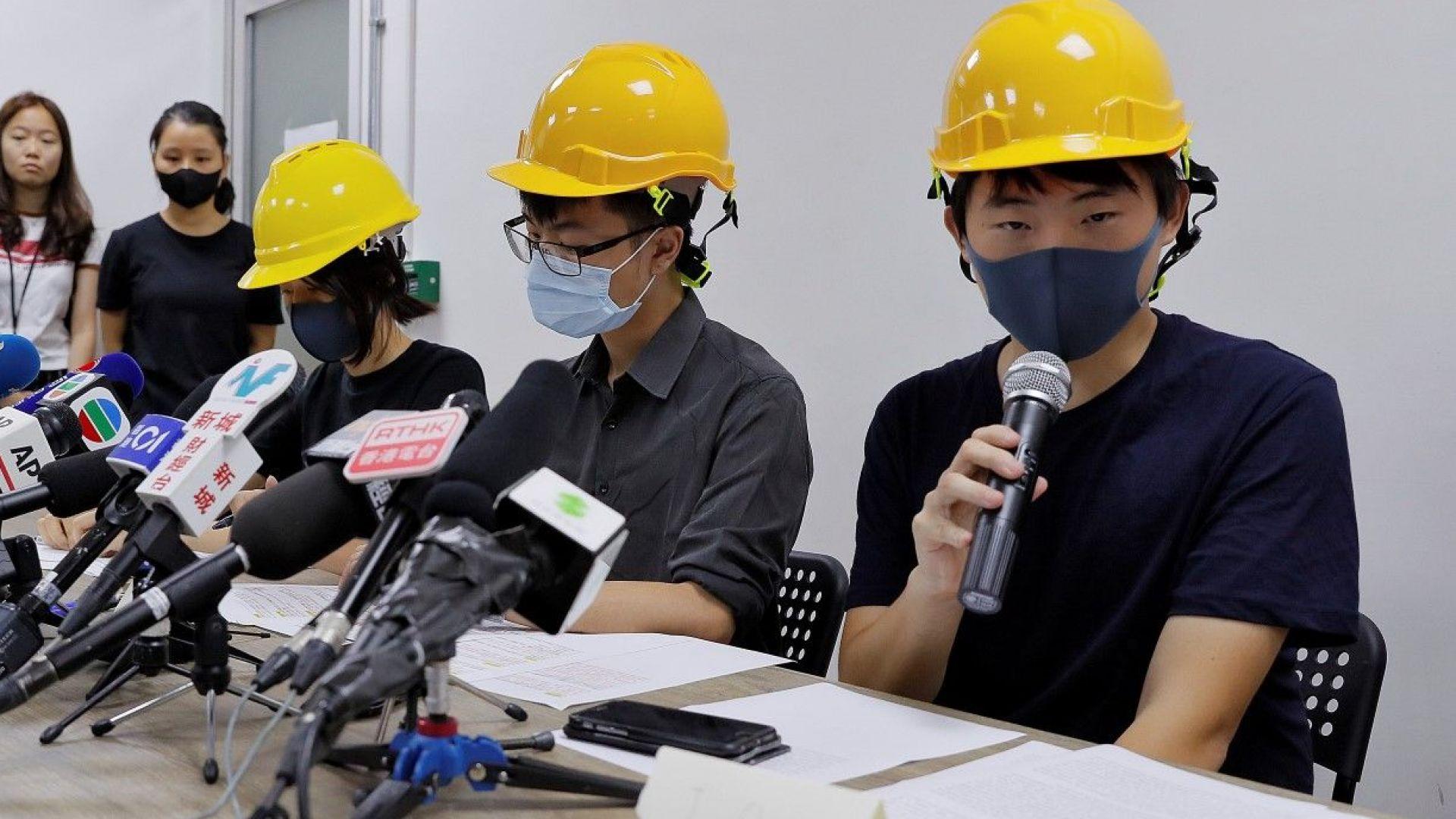 Маскирани демонстранти с първа пресконференция в Хонконг след началото на сблъсъците