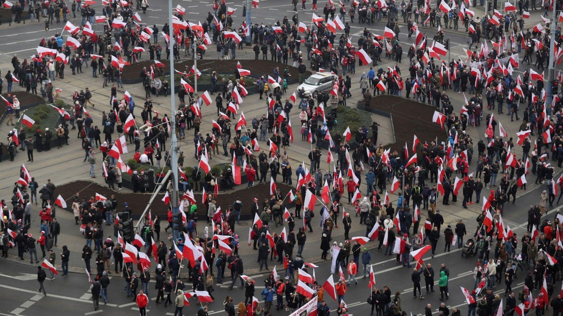 Младежите в Полша вече не плащат данък, но това едва ли ще спре емиграцията