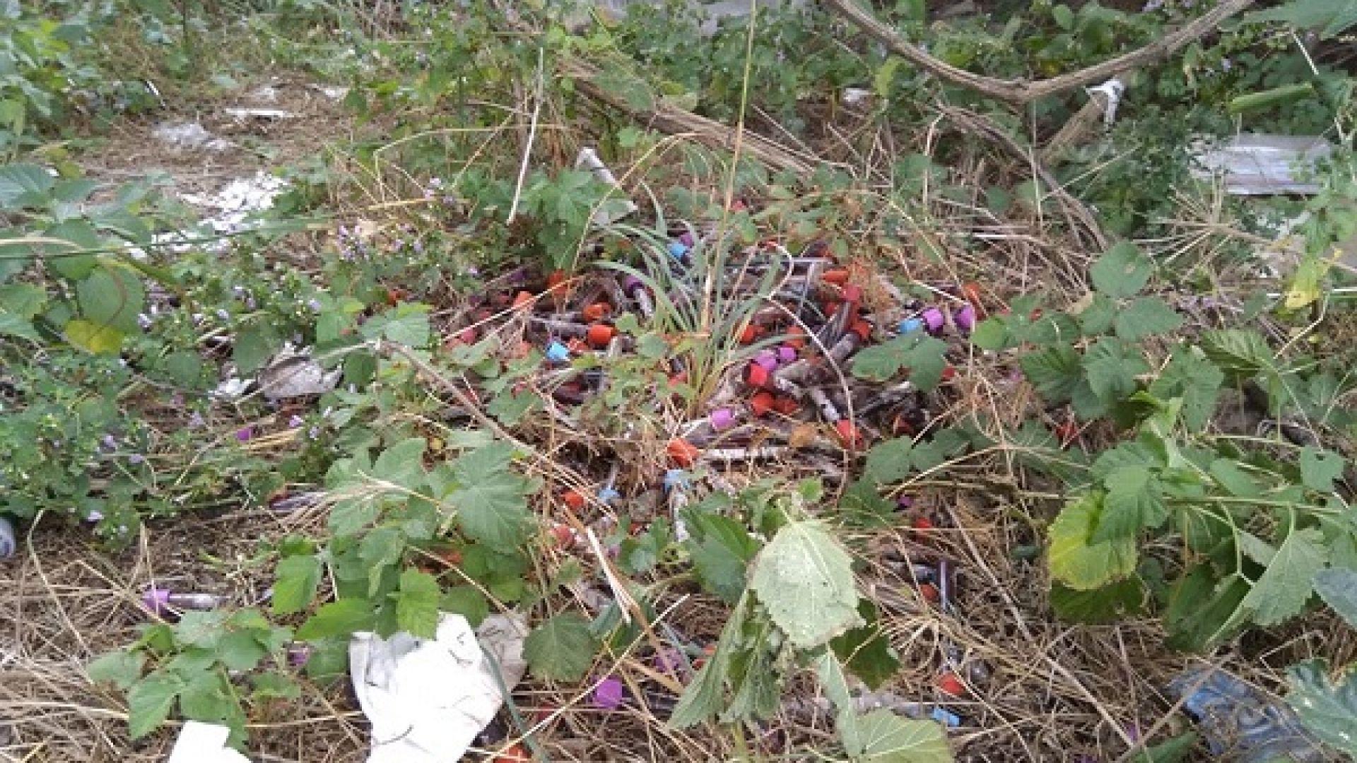 """Десетки епруветки с кръв са изхвърлени край магистрала """"Хемус"""""""