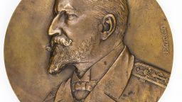 НИМ представя рядък възпоменателен медал с лика на княз Фердинанд I