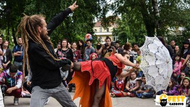 Уличният фестивал 6Fest прави танцово шествие по Главната в Пловдив