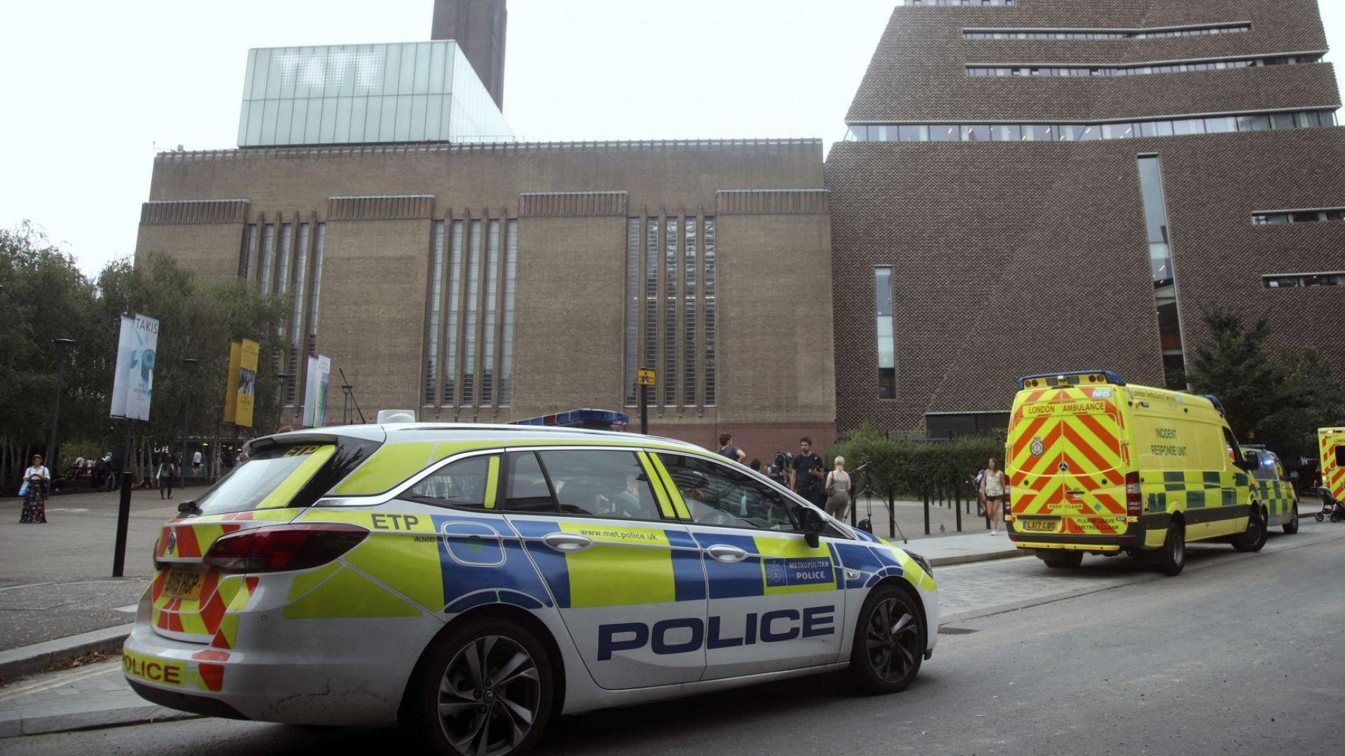 Лондонски съд постанови 17-годишният младеж, който хвърли френско дете от