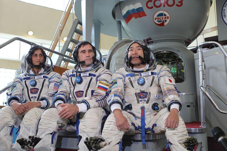Маленченко на работа със свои колеги