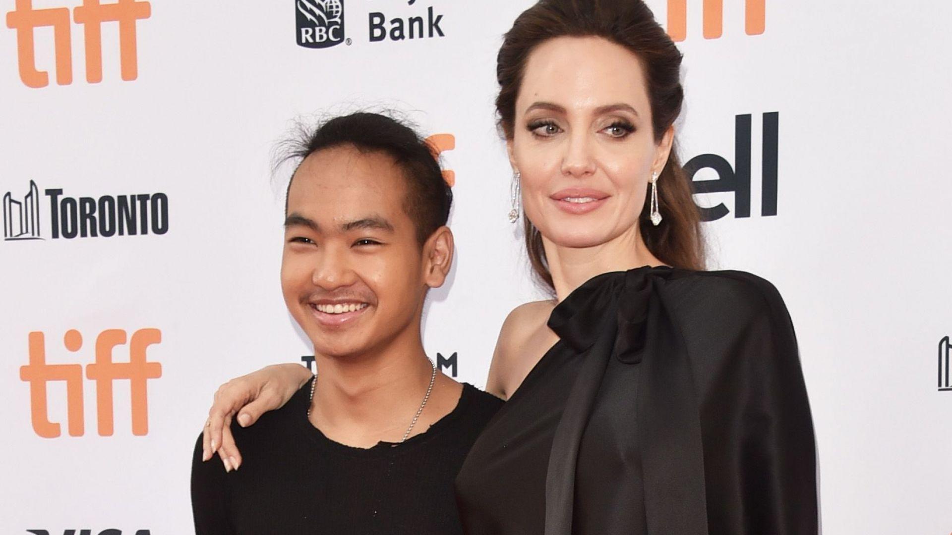 Гордата майка Анджелина Джоли изпраща сина си в корейски университет