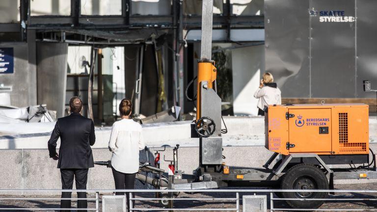 Мощен взрив разтърси данъчната служба в Копенхаген (снимки)