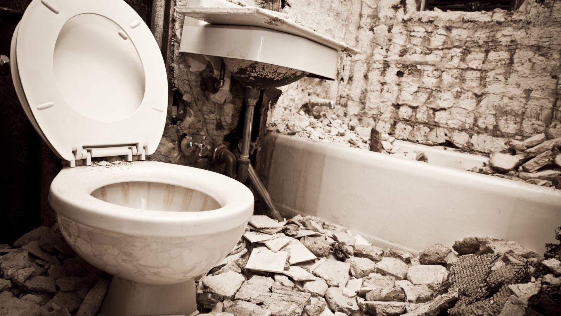 Мълния взриви тоалетна чиния във Флорида