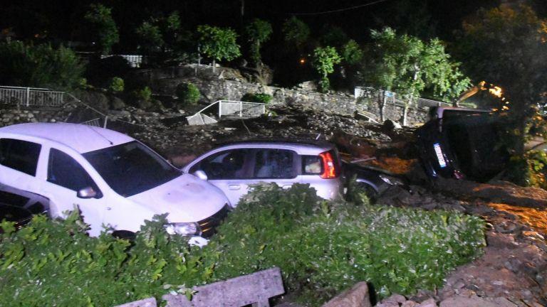 Кални маси заляха италиански град след проливни дъждове (снимки)