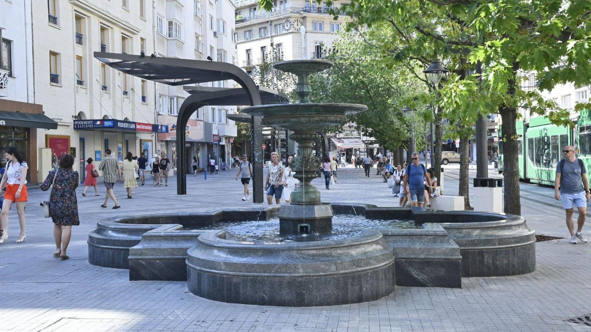 """След 14 г. фонтанът на столичния площад """"Славейков"""" отново заработи"""