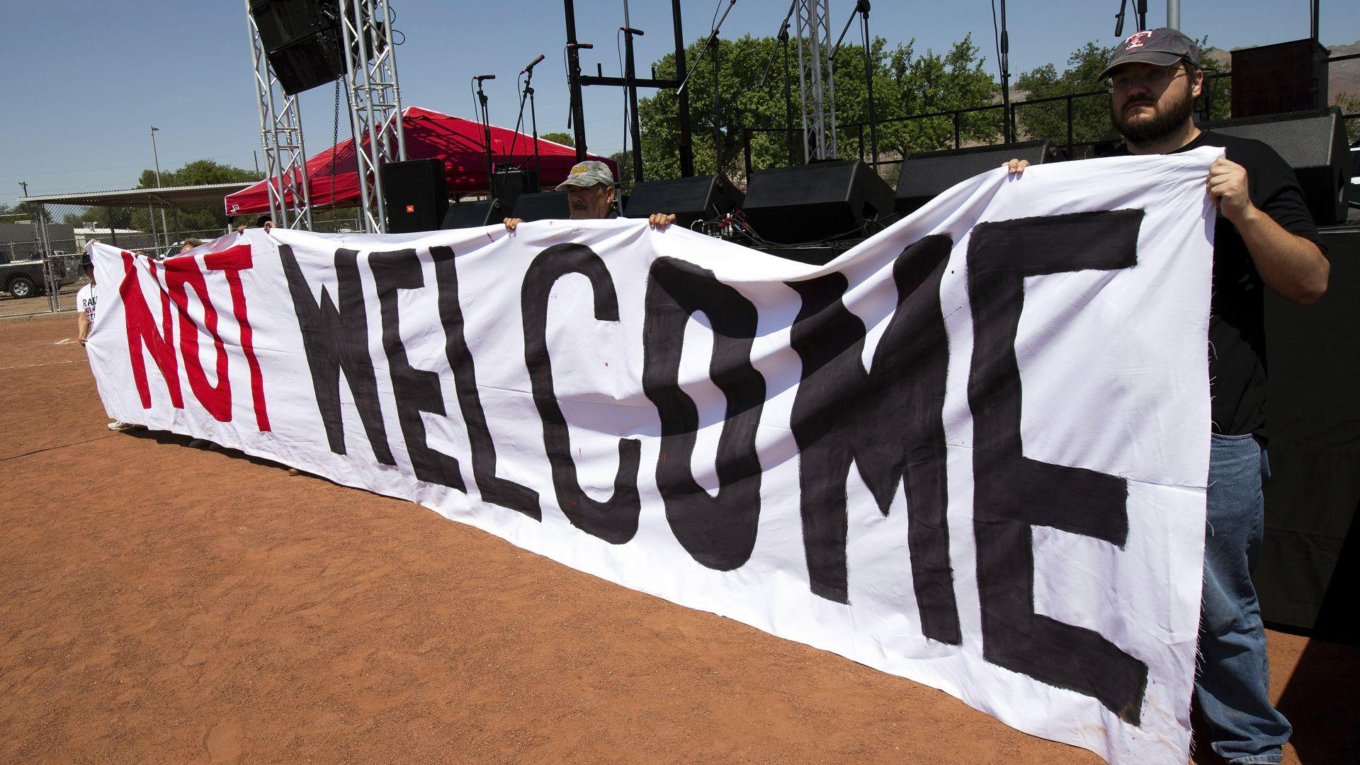 Протестиращи след масовите убийства в Дейтън и Ел Пасо: Тръмп, не си добре дошъл!