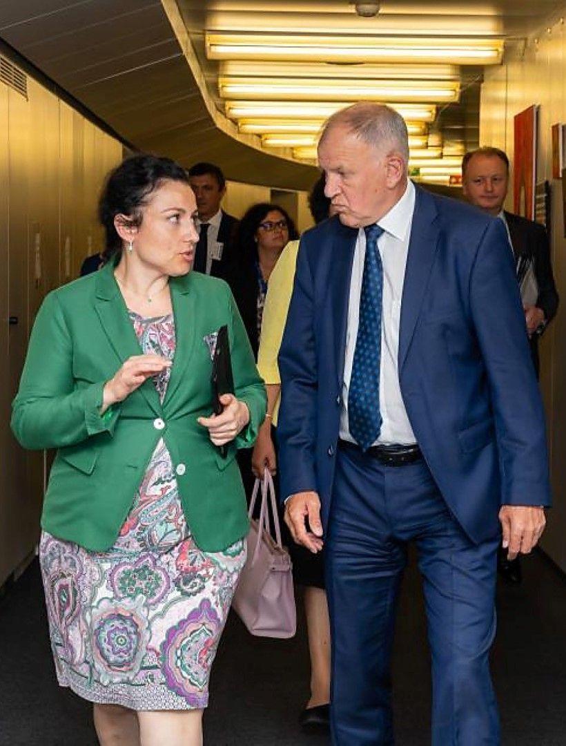 Десислава Танева и европейският комисар по здравеопазване и безопасност на храните Витянис Андриукайтис - среща в Брюксел за Африканската чума по свинете
