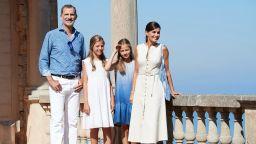 Синьото лято на Летисия и Фелипе с децата на Майорка